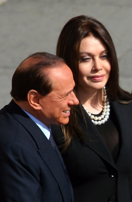 Бившата на Берлускони му връща 60 милиона евро