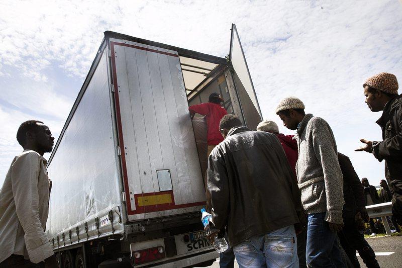 ЕС се отказва от задължителни квоти за мигранти