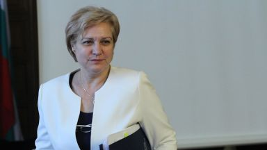 Менда Стоянова: Не търсим приходи, а екологичен ефект от данъка върху старите коли
