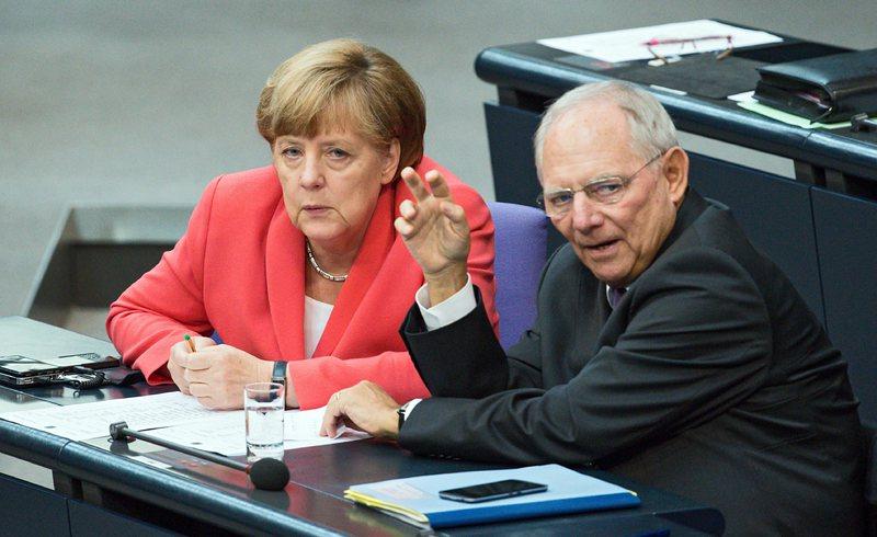 ЕК, Меркел и Бундестагът подкрепиха заема за Гърция