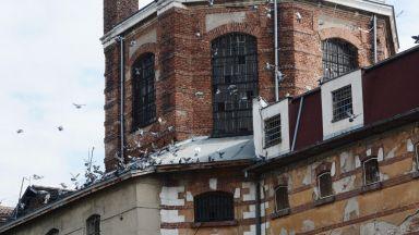 Детеубиец съди България за 150 хил. лв. заради кошмарни условия в затвора