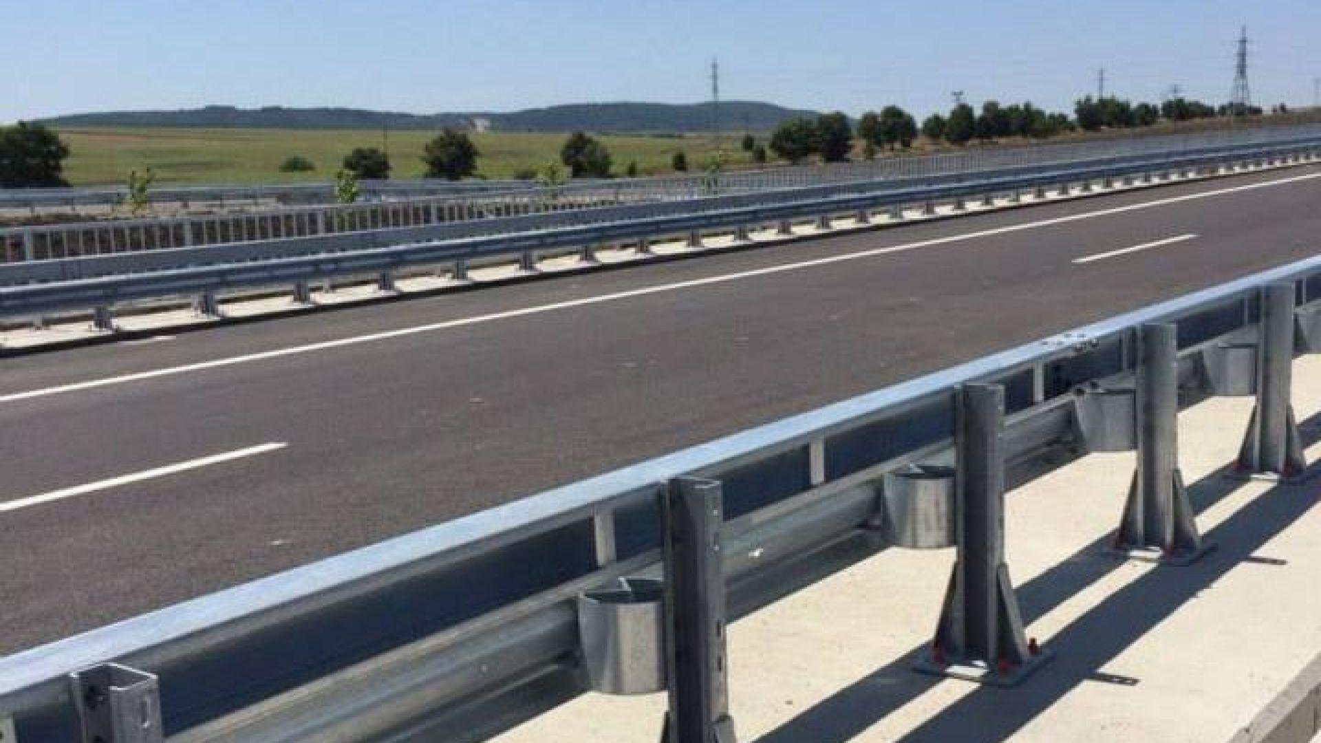 """Шофьорка с дете в колата кара в насрещното на магистрала """"Хемус"""" (видео)"""