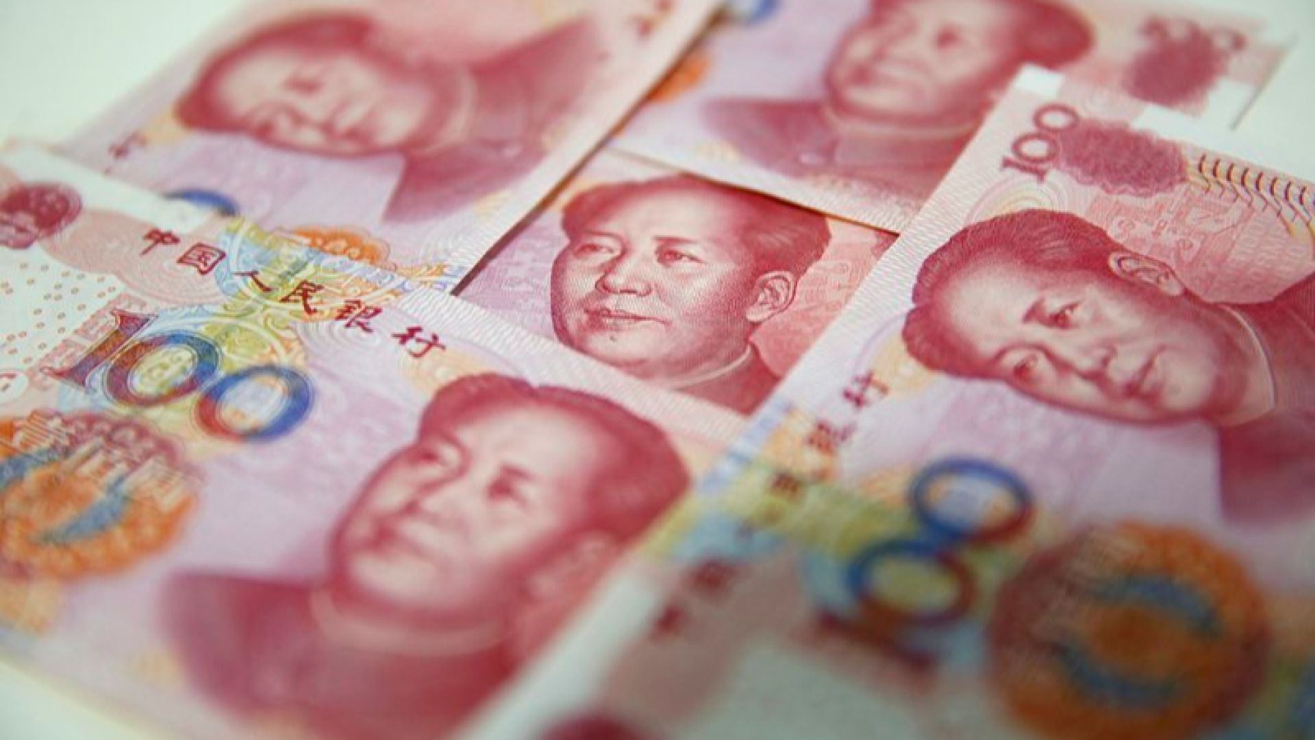 Износът и вносът на Китай са се свили заради коронавируса и търговското напрежение със САЩ