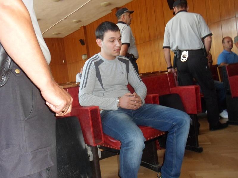 28 г. затвор за двойния убиец Мерт от Джебел