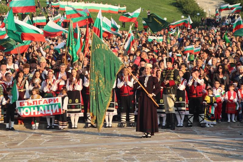 """В Панагюрище 3000 души изпяха в един глас """"Райна Княгиня"""""""