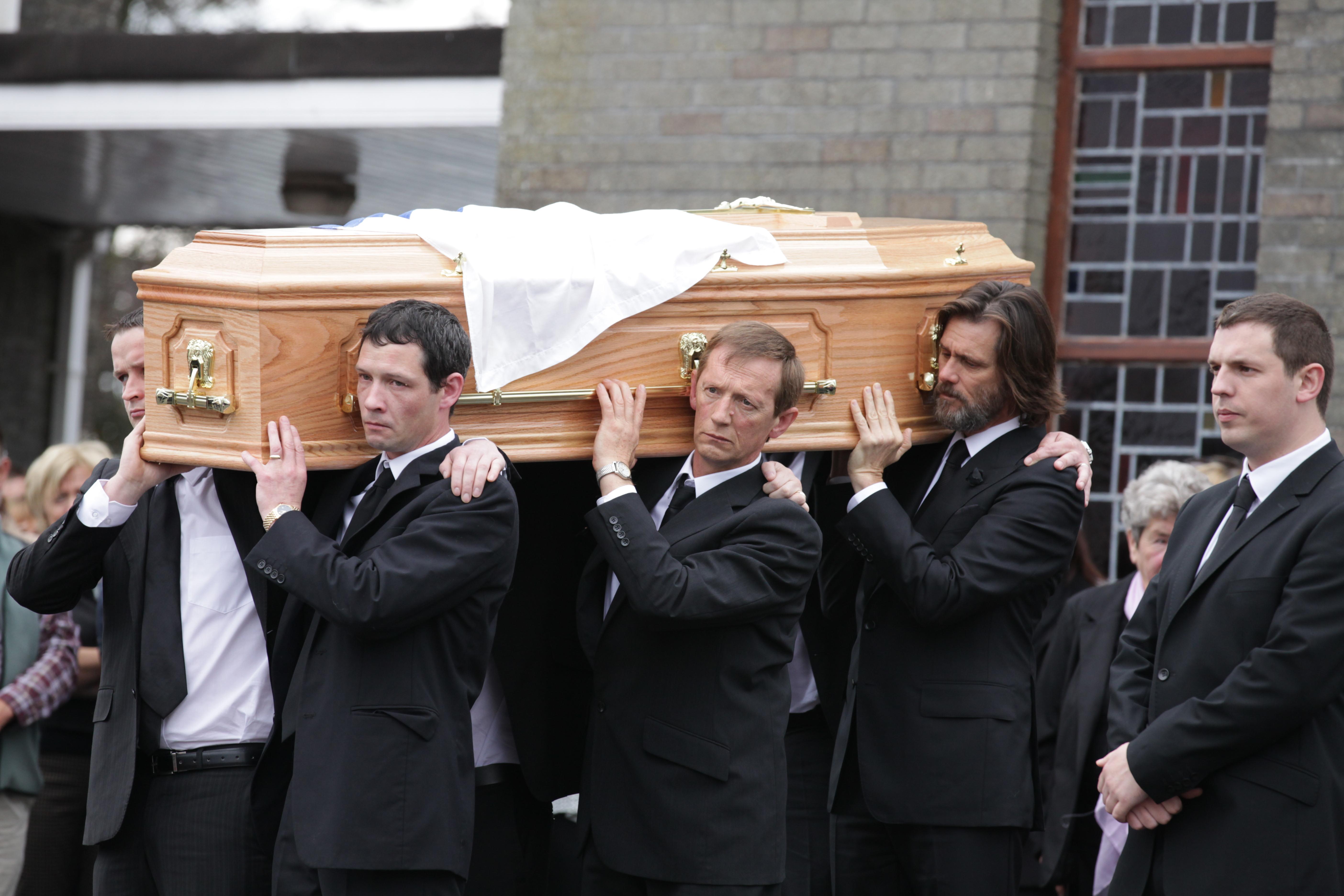 Джим Кери носи ковчега на бившата си приятелка Катриона