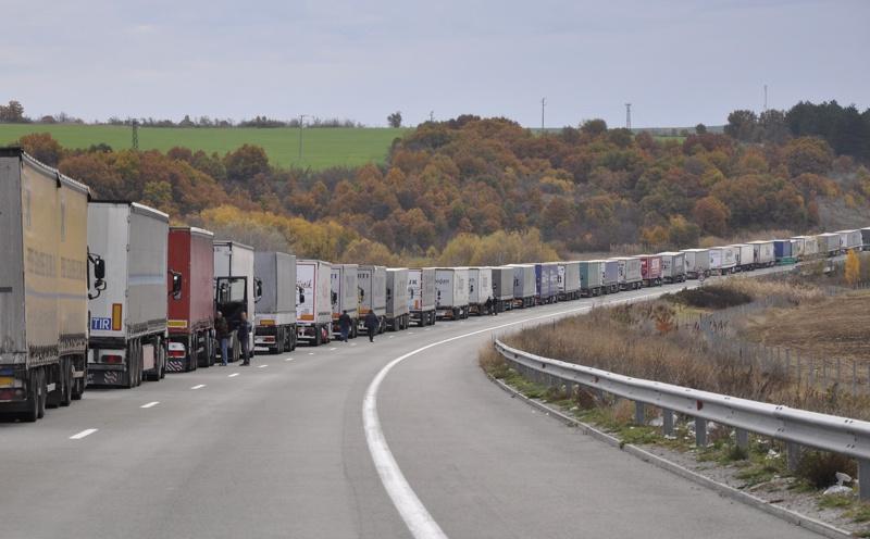 Километрична опашка на границата заради мерките за сигурност