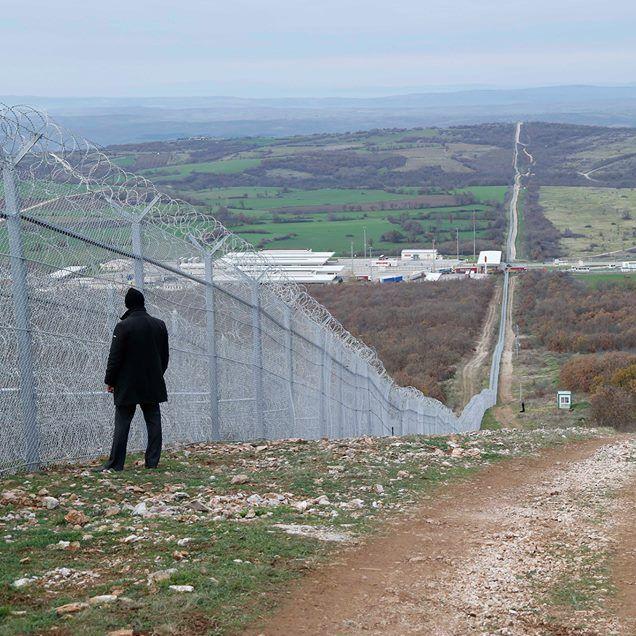 Радев: Плаща се за двуредова, а оградата е едноредова