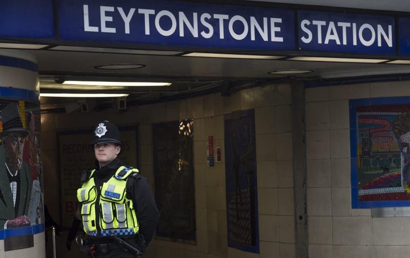 Привърженици на Брекзит атакуват кралските железници с предмети върху релсите