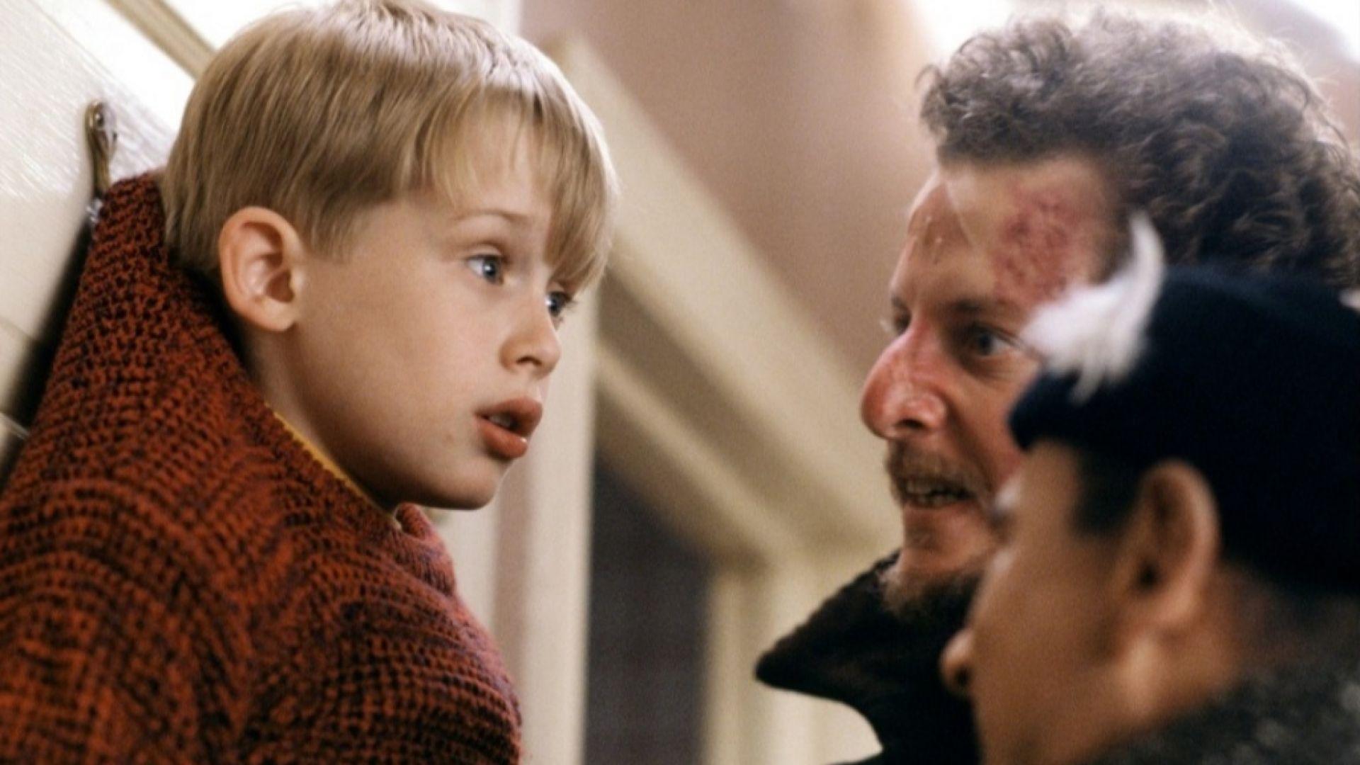 """Феновете на """"Сам вкъщи"""" откриха истинската причина Кевин да бъде забравен у дома на Коледа"""