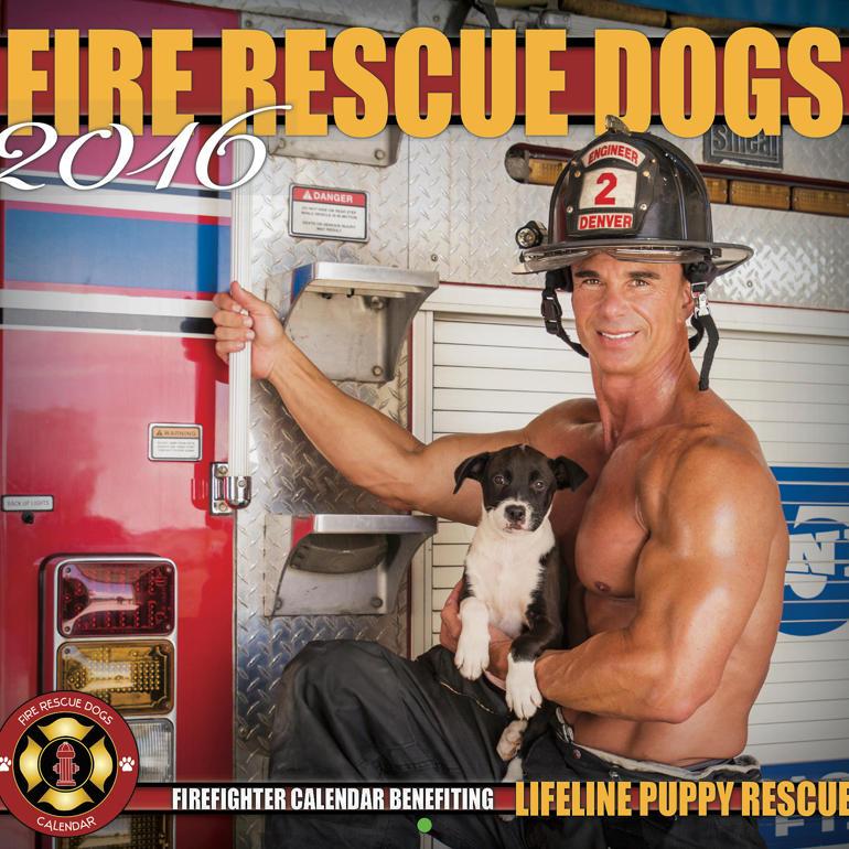 Секси пожарникари в календарите за 2016-а