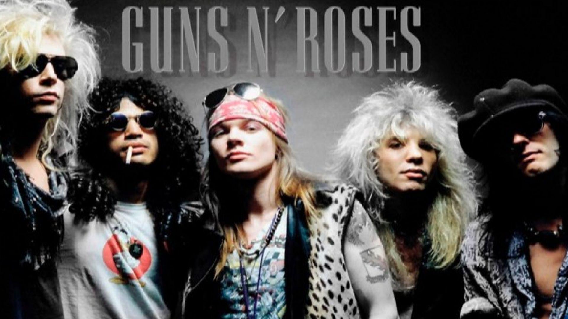 Видеото към култово парче на Guns N'Roses от 80-те с милиард гледания в YouTube