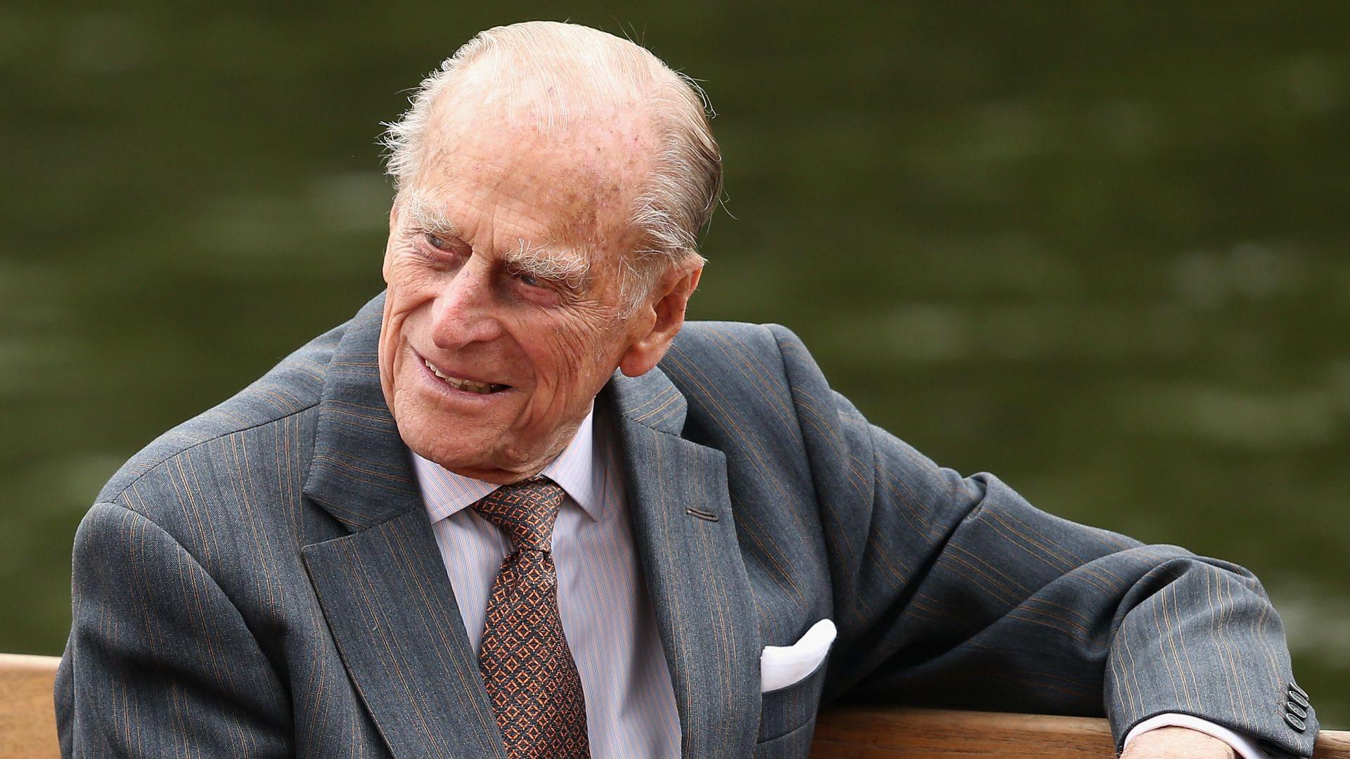 Принц Филип отбелязва 98-ия си рожден ден в семеен кръг