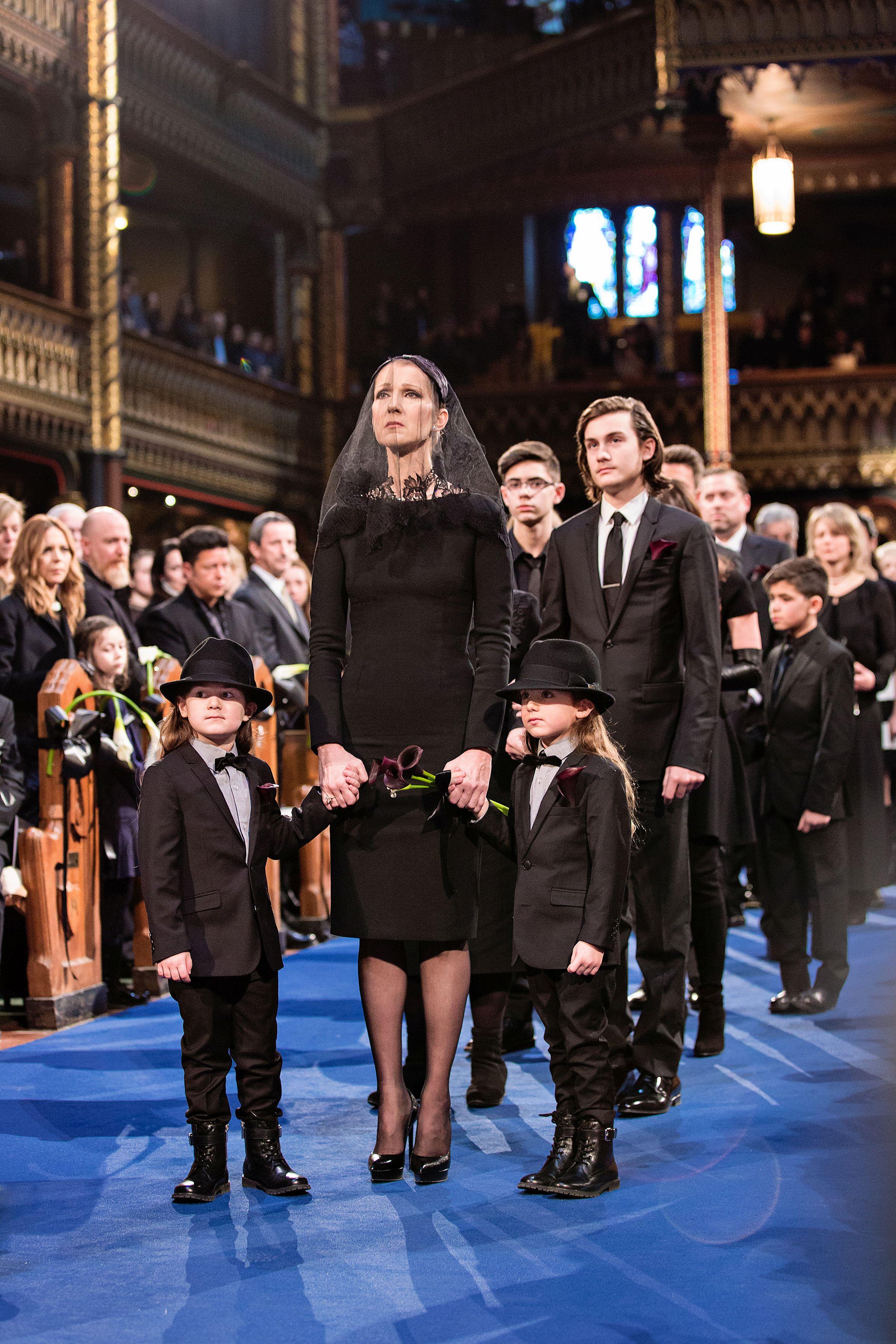 Селин Дион с тримата си синове на погребението на Рене Анжелил