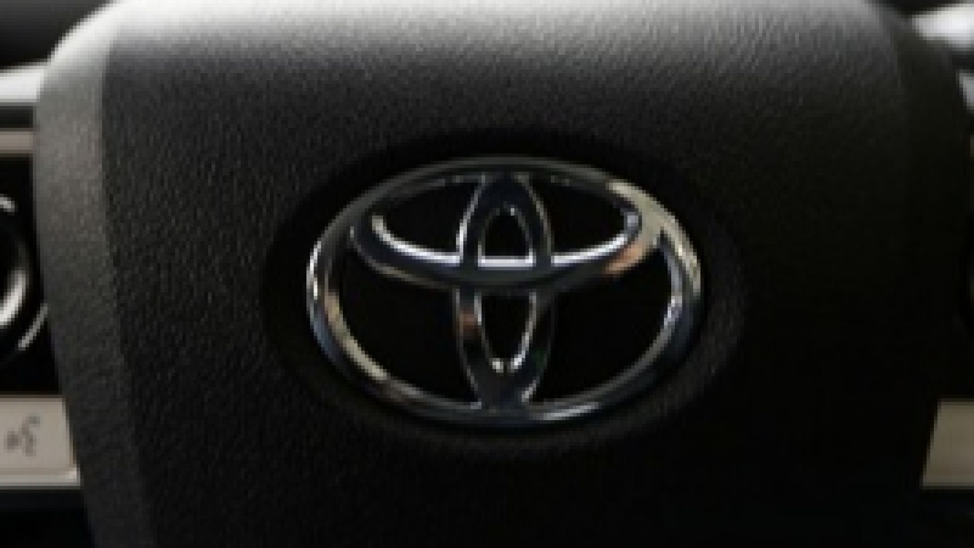 Тойота повиши прогнозата си за годишната печалба