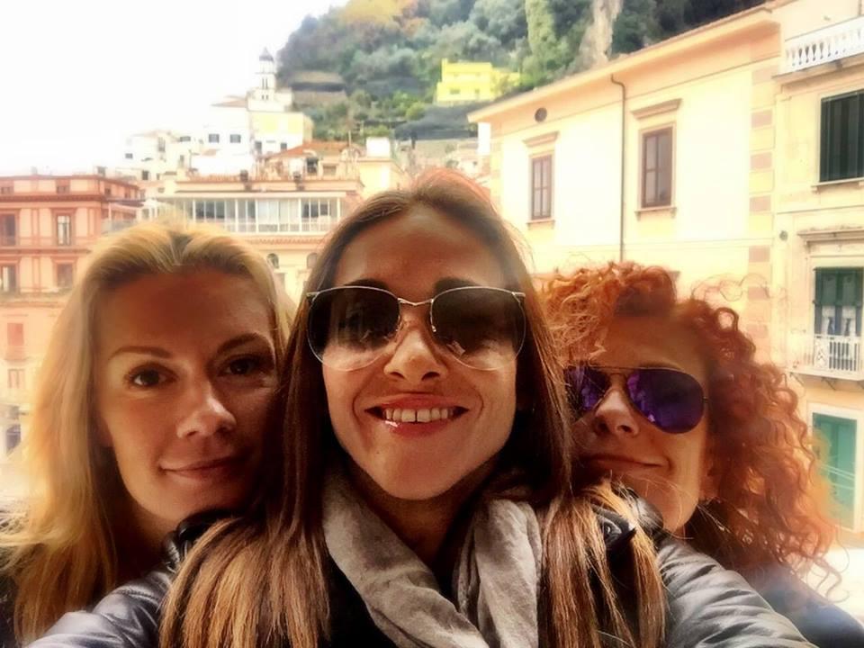 Мария Игнатова, Алекс Раева и Люси Дяковска заедно в Италия