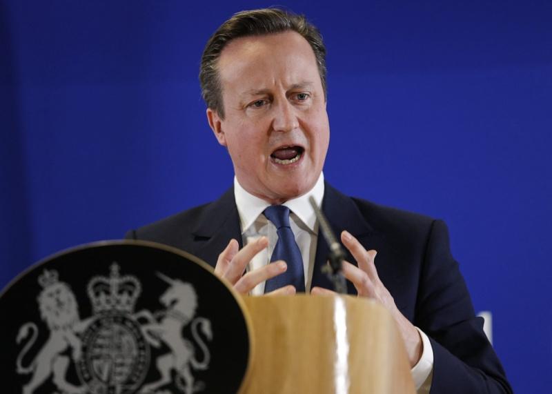 Британският премиер Камерън призна, че е имал офшорни акции