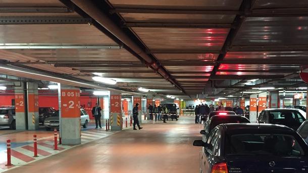 Въоръжени обраха инкасо автомобил в столичен мол