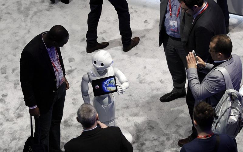 Хората вярват твърде много на роботите