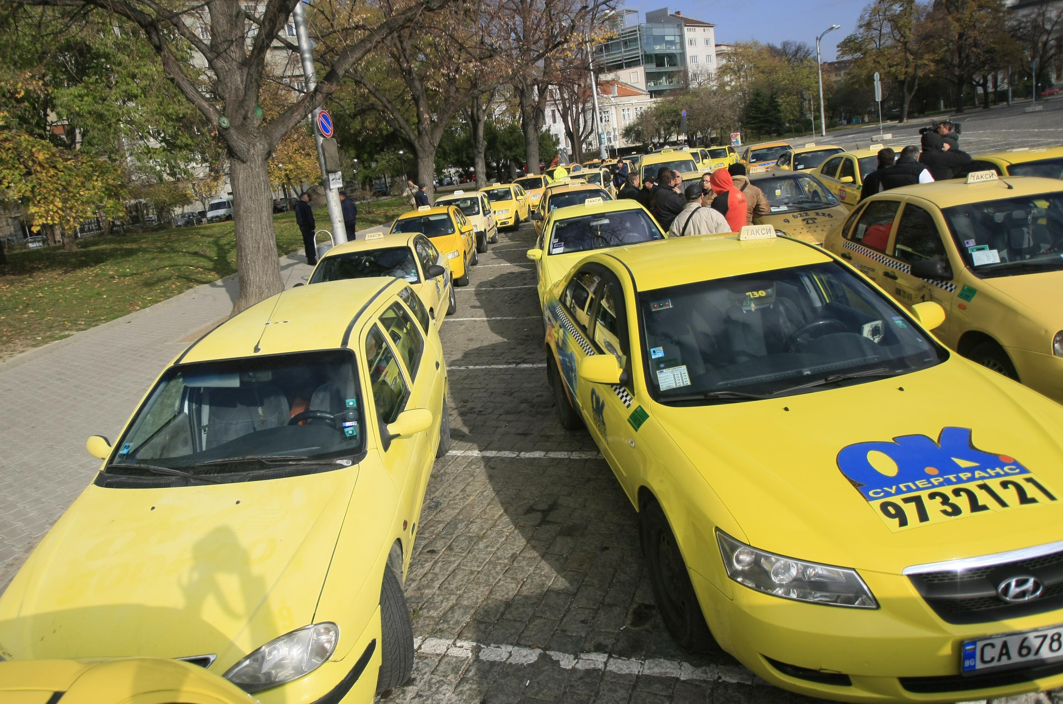 ГЕРБ и АБВ договориха отстъпка за патента на такситата