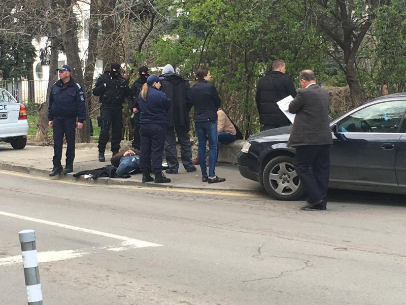 Изнудван студент предал полицаите наркодилъри