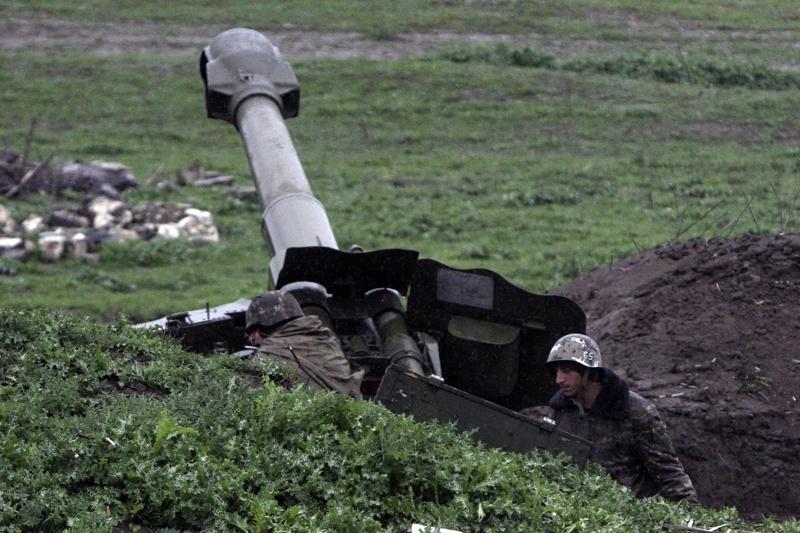 Десетки са жертвите на боевете в Нагорни Карабах