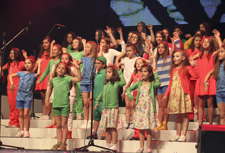 Бон-бон с коледен концерт в подкрепа на музикално училище