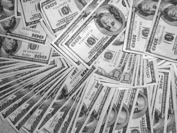 Доларът се готви за скок