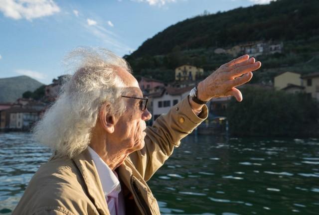 Кристо опъва жълт мост над италианско езеро