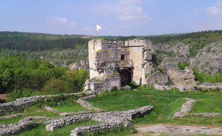 Над 300 находки са открити при разкопки в средновековния Червен