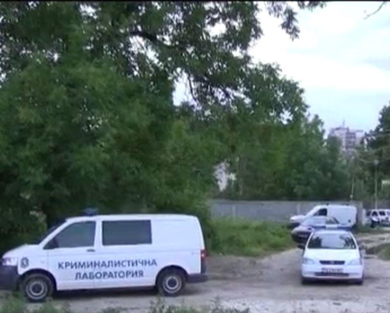 Синът на убитото семейство в Пловдив разпитван цяла нощ