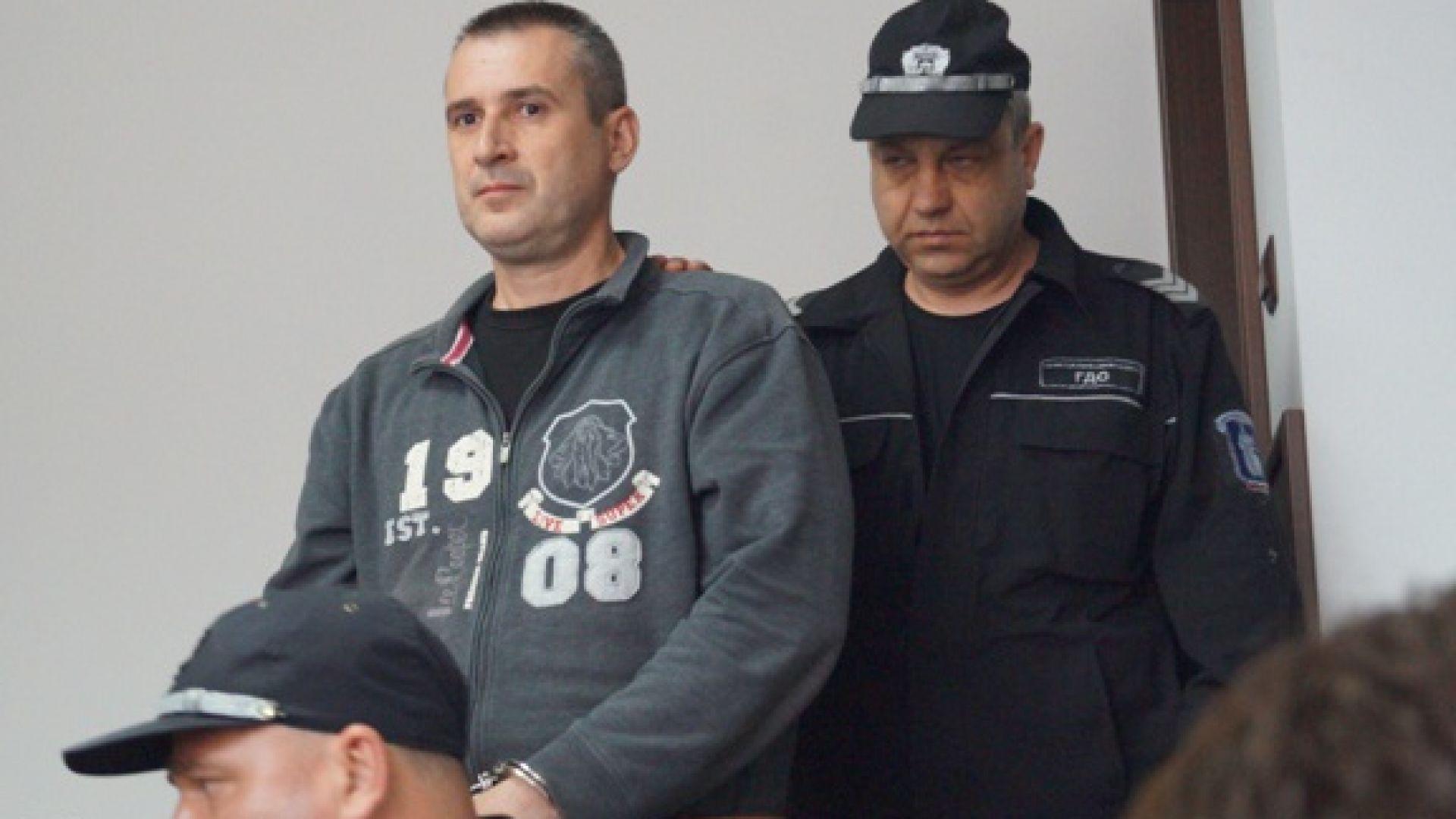 Жалба от 981 страници написа бившият полицай, убил родителите си