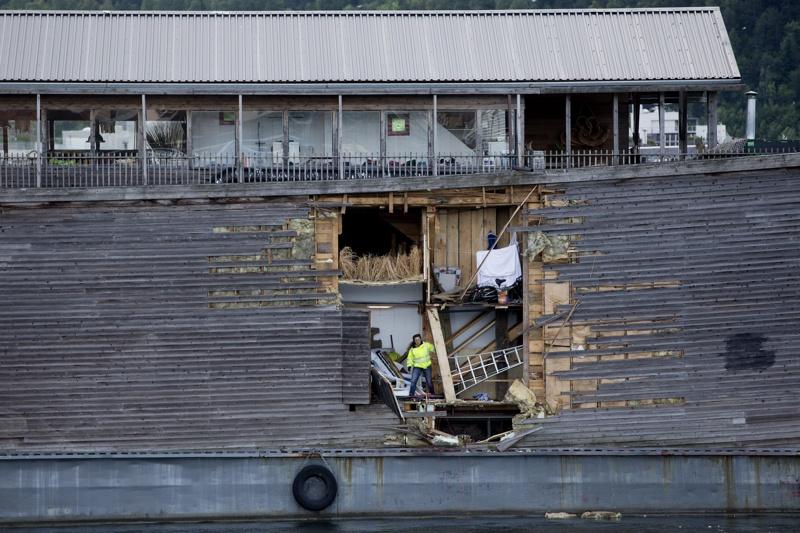 Ноевият ковчег се блъсна в патрулен кораб, има пробойна