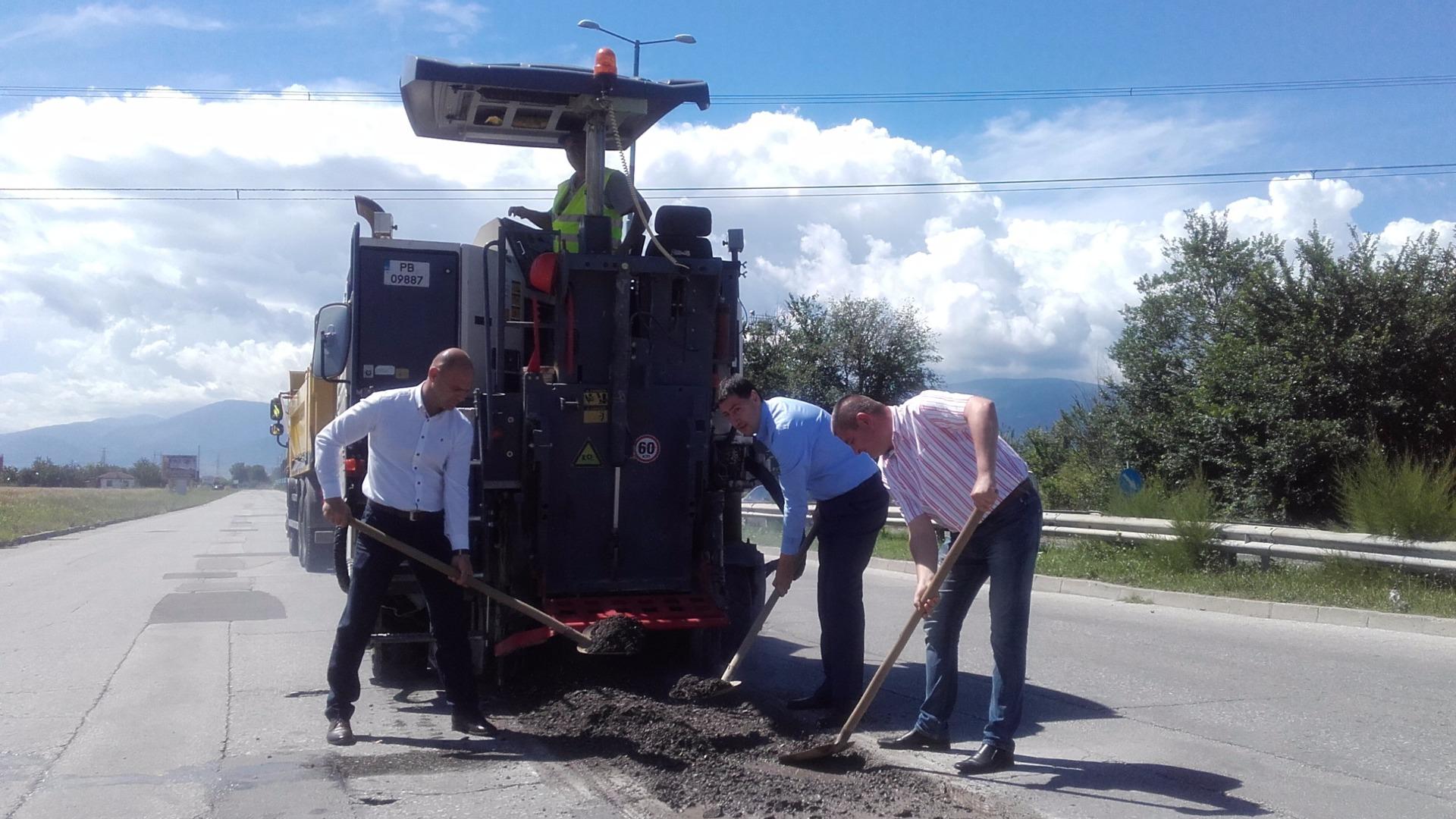 Изграждат кръгово кръстовище на пътя Пловдив-Асеновград