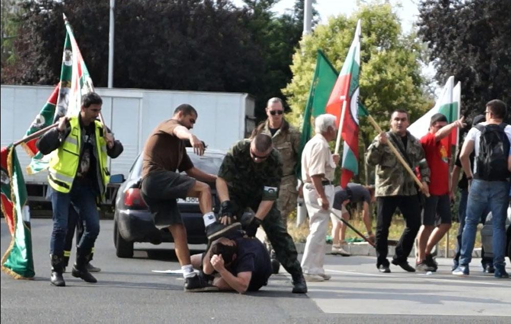 """Обвиниха 3-ма за побой на протестиращи срещу """"Нощните вълци"""""""