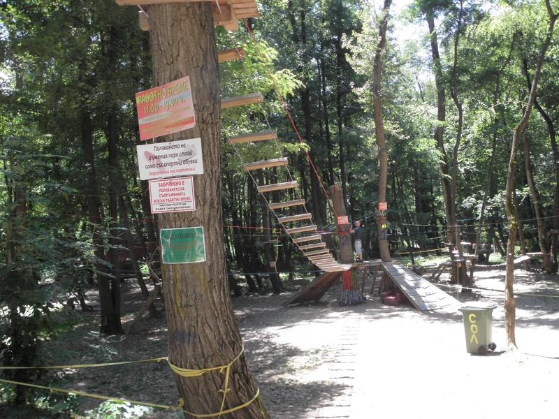 Дете е в кома след падане във въжен парк в Благоевград