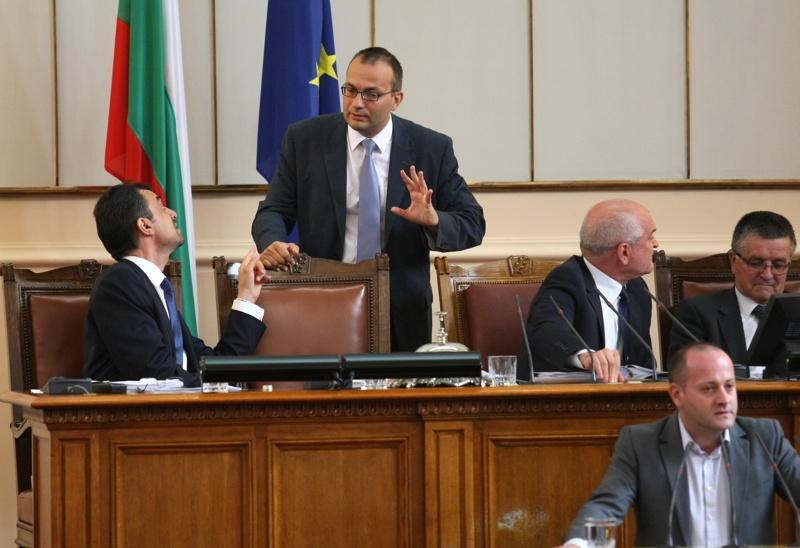 Спорове в НС за закъснял избор на шеф на КФН