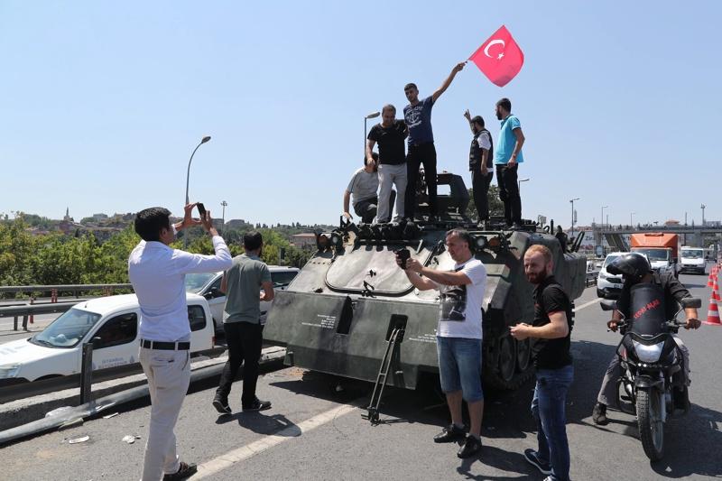 Дали Турция не върви към гражданска война