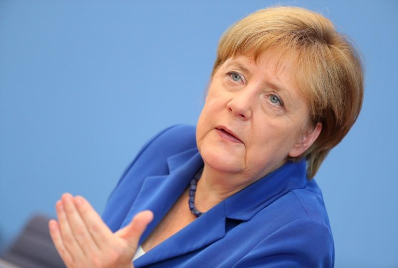 Меркел не се дистанцира от резолюцията за арменския геноцид