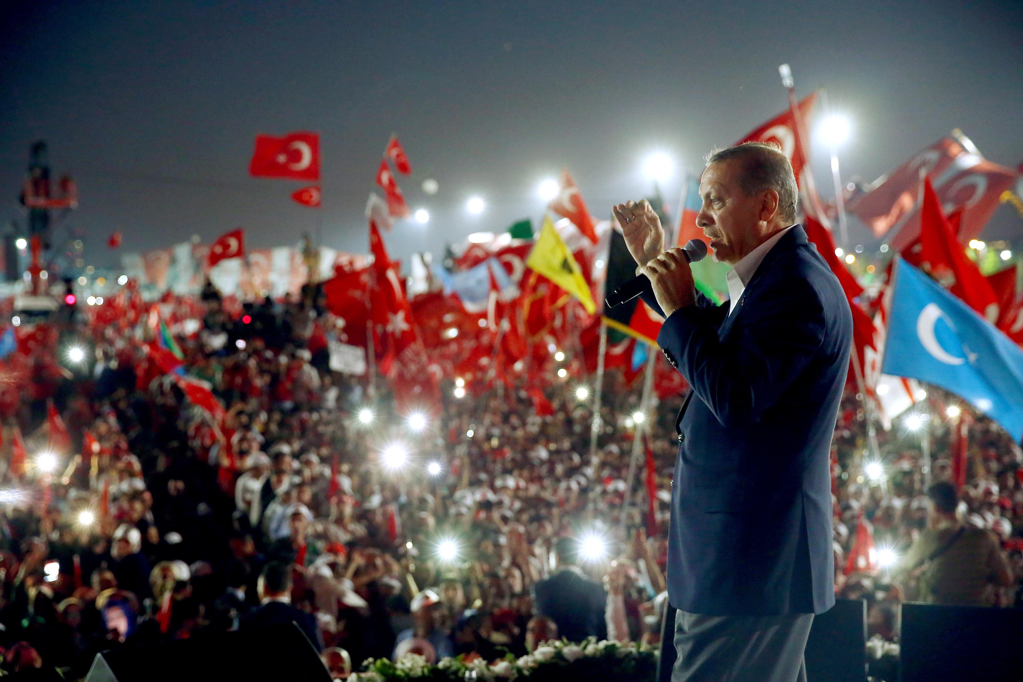 3000 души са осъдени на доживотен затвор след преврата в Турция