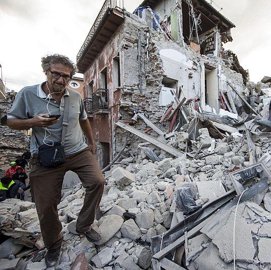 Силно земетресение удари Италия, има жертви и разрушения