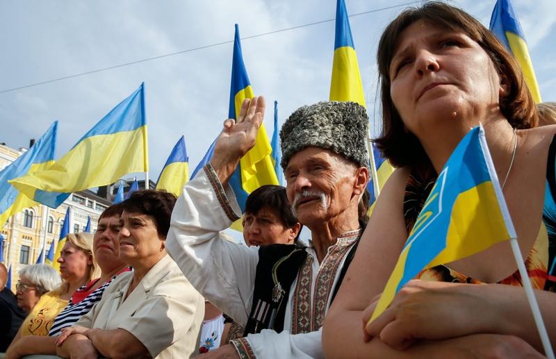 """След 25 г. независимост Украйна най-после се """"декомунизира"""""""
