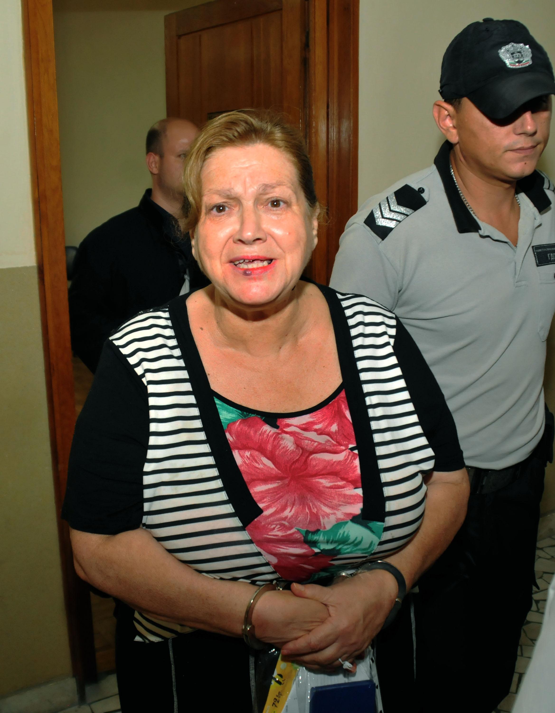 Съдят учителка, заключила и убила мъжа си заради пенсия