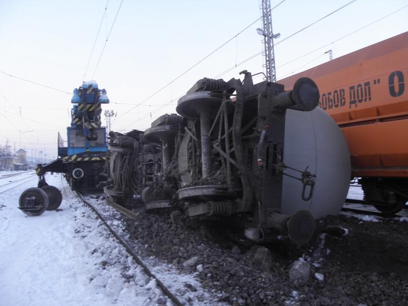 Жп линията към Сърбия блокирана заради дерайлирали вагони