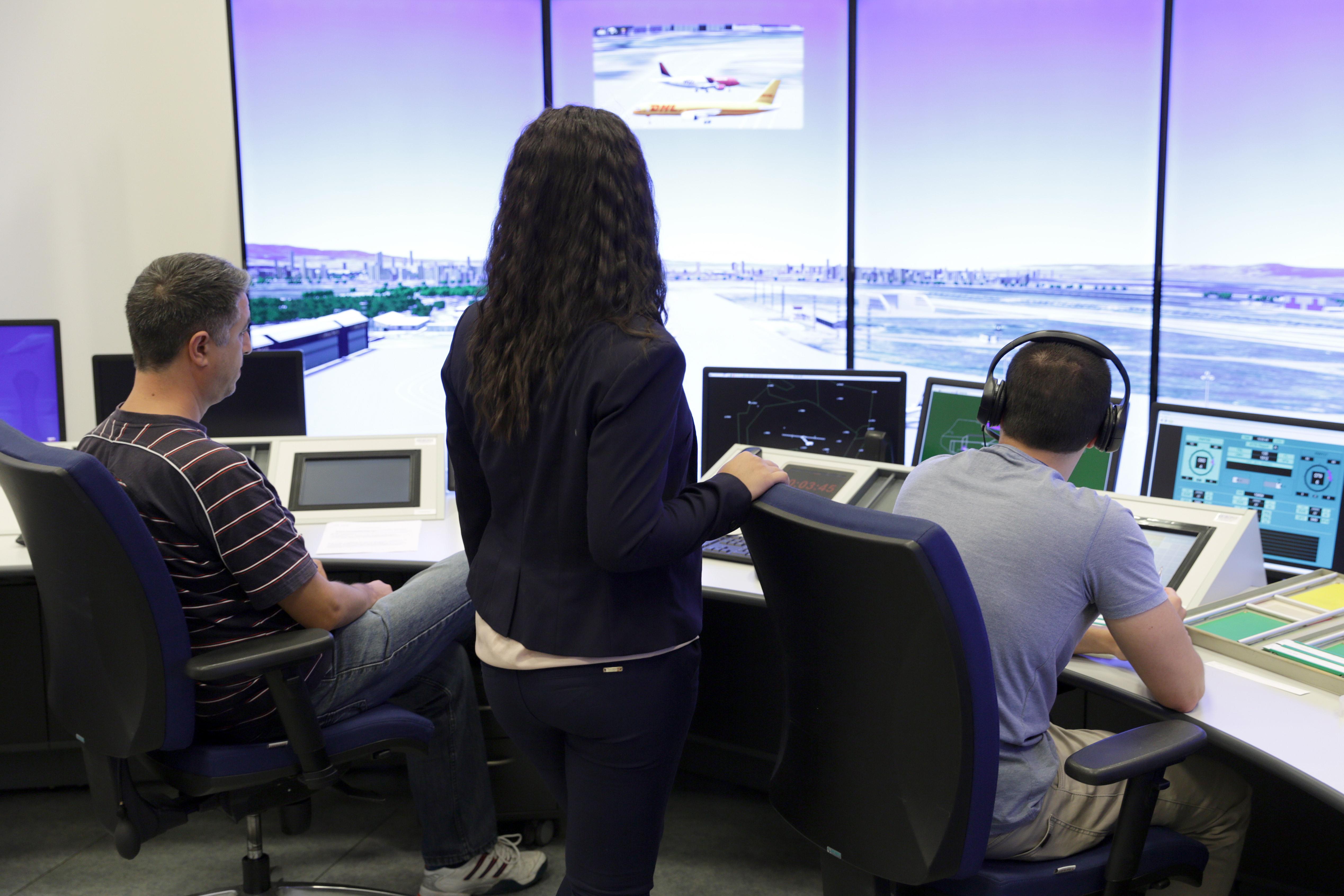 Набират кандидати за обучение на ръководители на полети