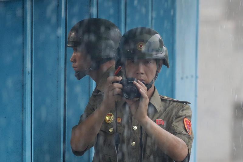 Контрабанда между Китай и Северна Корея - от тухли до перуки