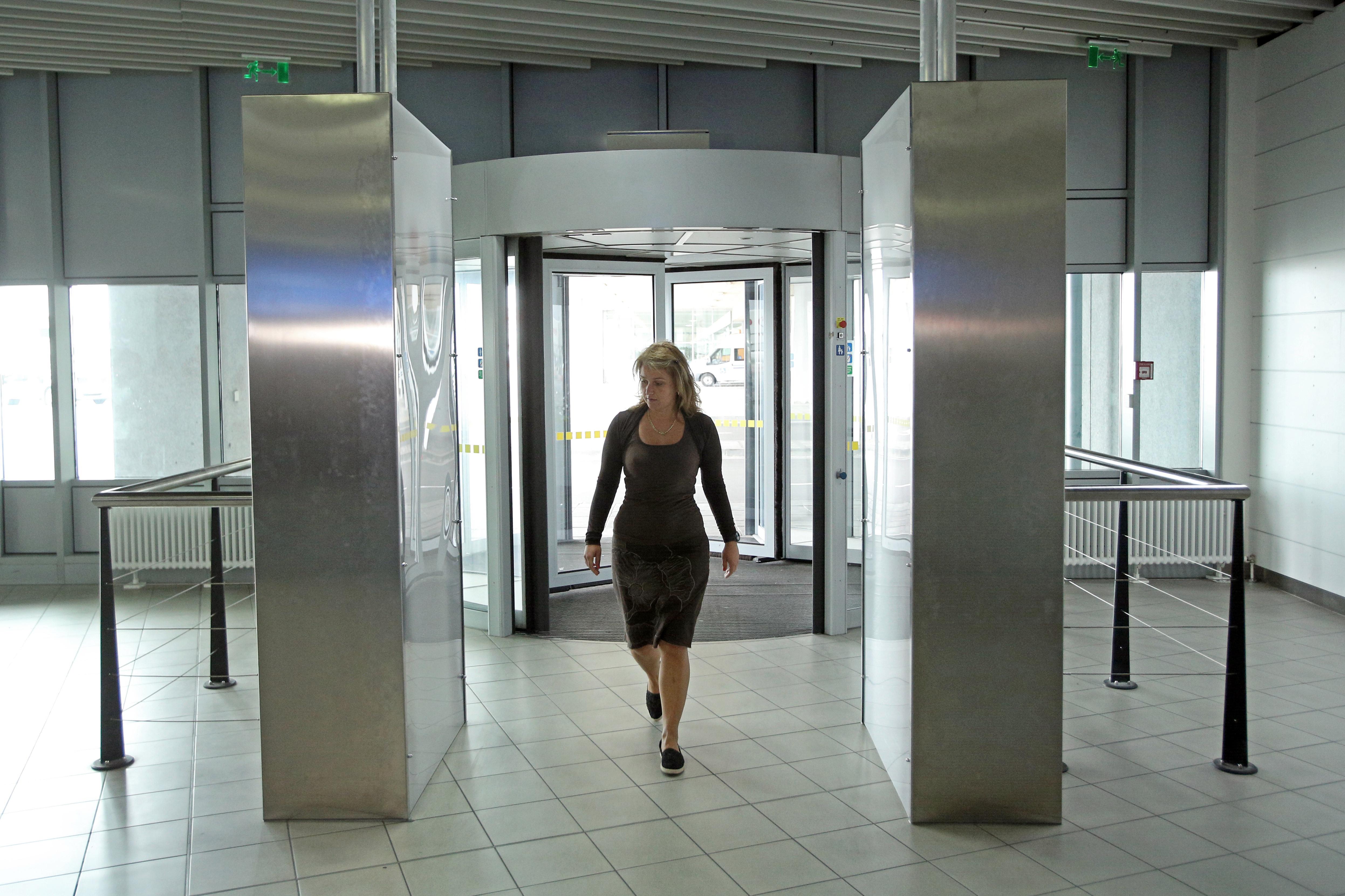 Акция: Проверяват скенерите на летище София ?