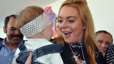 Линдзи Лоън ще осинови дете, иска да спаси деца без дом