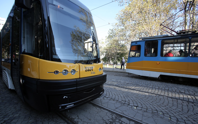 Контрольор свали японец от трамвай за непродупчен билет