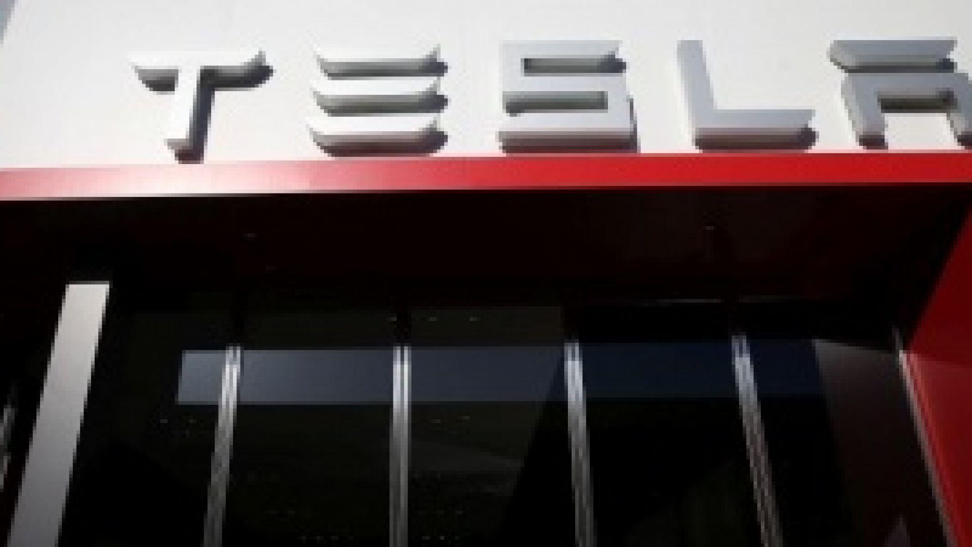 Tesla иска от доставчици да върнат част от парите